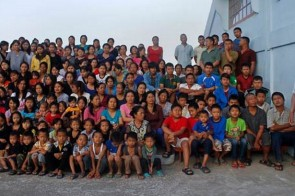 The world's largest family has 181 members – one husband, 39 wives, 94 children, 14 daughters-in-law and 33 grandchildren.