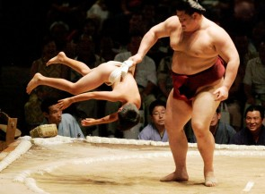 Sumo-wrestler-with-kid-e1384952556983
