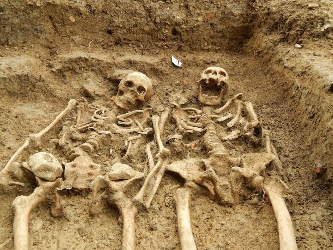 Skeleton couple holding hands.