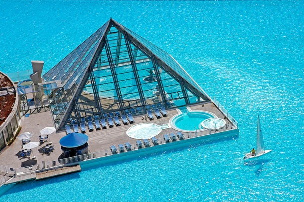 World's-Largest-Swimming-Pool chile